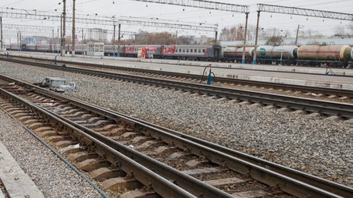 Под Тюменью поезд сбил 78-летнюю бабушку — она выжила