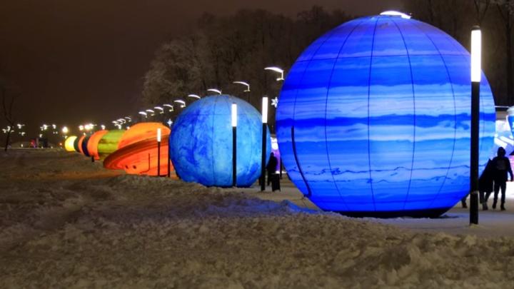 Планеты ждут: вечернюю инсталляцию у «Самара Арены» сняли на видео