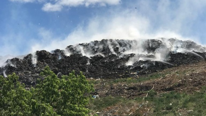 Пожар на мусорном полигоне под Уфой: как это было и что эксперты обнаружили в воздухе через сутки после
