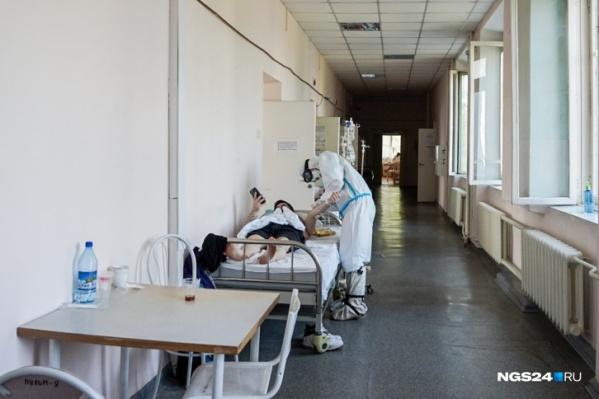 Медики посчитали, что вакцинированные болеют реже