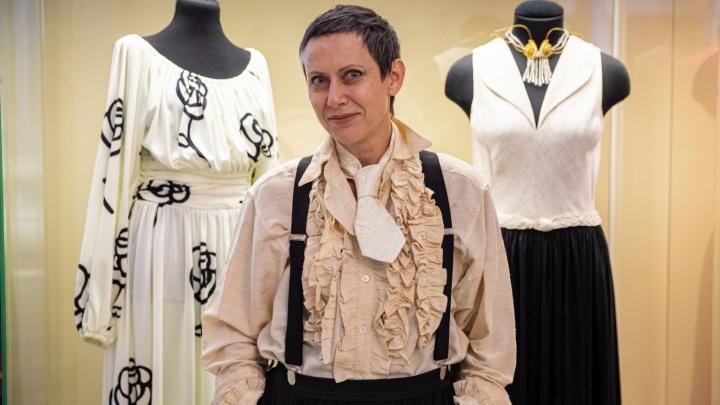 «В завещании напишу цену платьев»: коллекционер показала роскошные платья дизайнеров, которые одевали звезд Голливуда