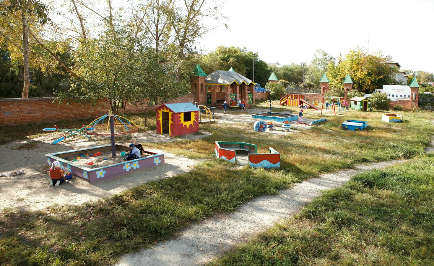 Кроме садика ЗАО племзавод «Ирмень» содержит медпункт, спорткомплекс, Дом быта, санаторий и строит дома для сотрудников