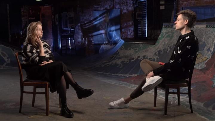 Актриса-оппозиционерка Саша Бортич рассказала Дудю об отношениях со свекром — богатым уральским единороссом