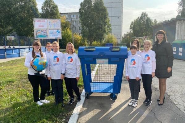 На территории школ и других учебных организаций установили накопители для пластика