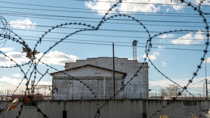 «Умер бы там — никого бы не коснулось». Сколько стоит выжить в российской тюрьме