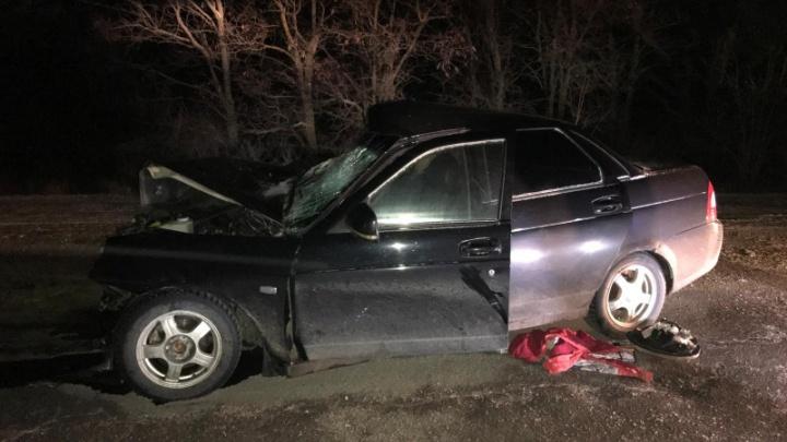 Один погиб, трое в больнице: на трассе под Волгоградом столкнулись две легковых машины и грузовик