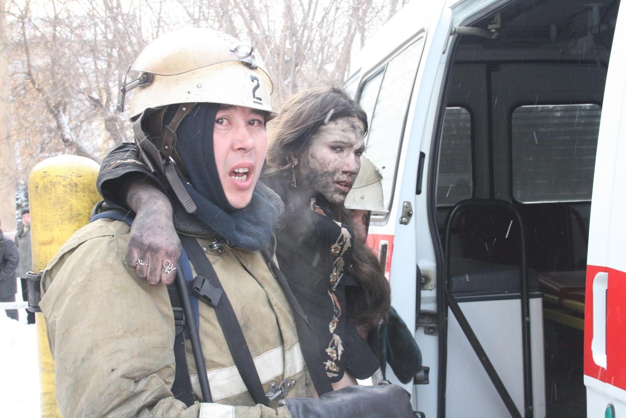 Пожарные помогли пострадавшим выбраться из задымленной аудитории