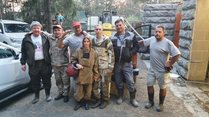 Керхер, куб воды и генератор: свердловчане тушили огонь в лесу с помощью самодельной пожарной машины