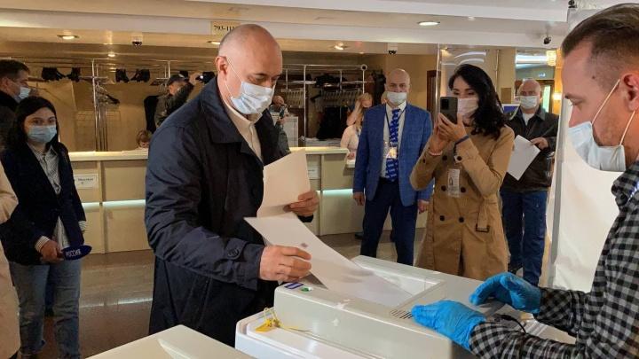 В Югре стартовали выборы: в Сургуте проголосовали глава города и «Русские Витязи»