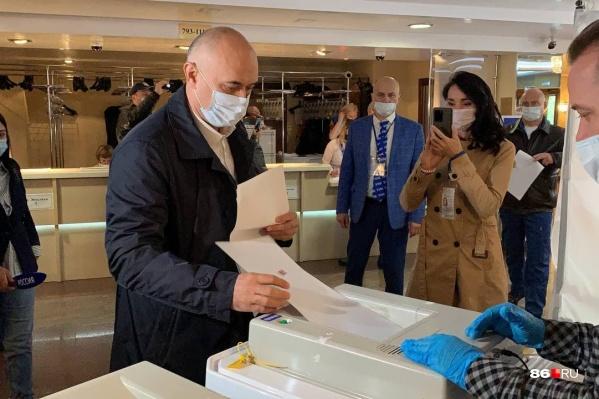 Глава Сургута Андрей Филатов проголосовал на выборах-2021