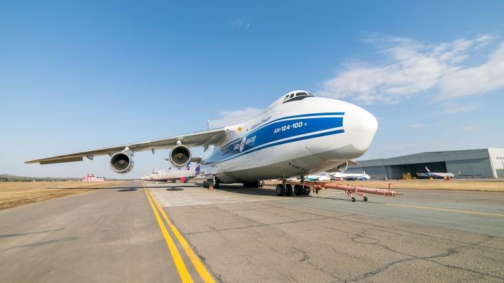 Грузовой самолет два часа кружил над Красноярском