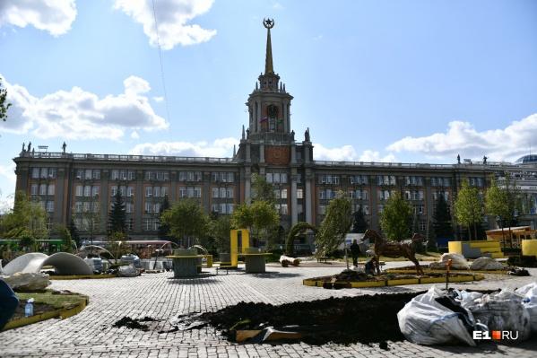 Сад на площади 1905 года возводили тринадцать дней. Разберут его куда быстрее