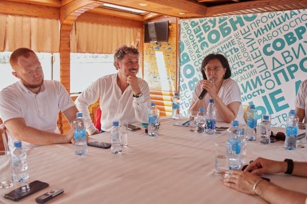 Сейчас «народный мэр» Сардана Авксентьева занимается вопросами развития регионов