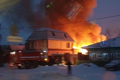 Пожар произошел в доме на улице Трактовой, 61а<br>