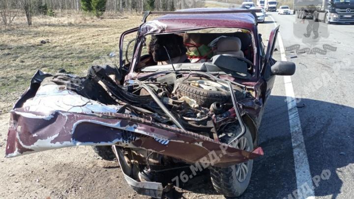 Погибли два человека: в Ярославской области столкнулись грузовик и легковушка