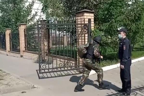 Правоохранительные органы уже задержали одного из нападавших