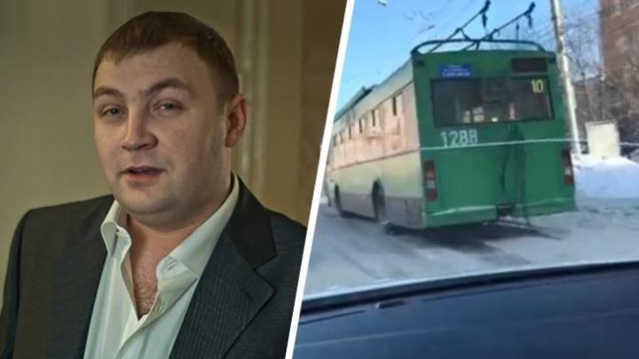 Недавно перенес пневмонию: что известно о новосибирском водителе, который потерял сознание за рулем автобуса и умер