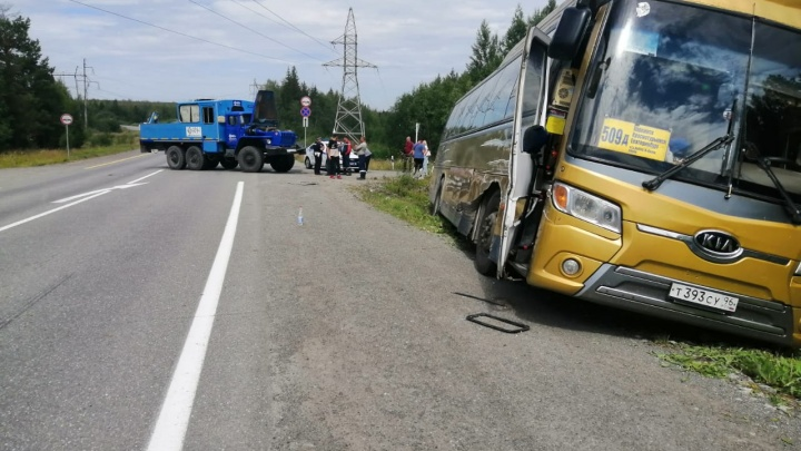 Под Серовом автобус с пассажирами столкнулся с «Уралом»