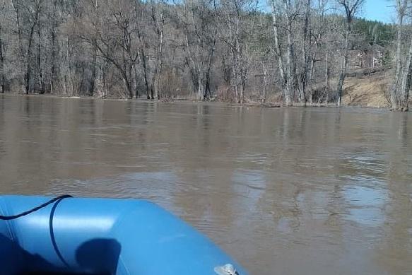 Спасатели возобновят поиски, как только уровень воды в реке спадет