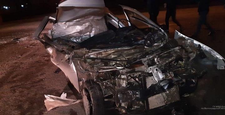 Просто чудо, что выжил: в Волжском сотрудник сервиса угнал и разбил машину клиента
