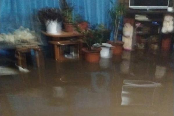 Вода стоит в домах людей
