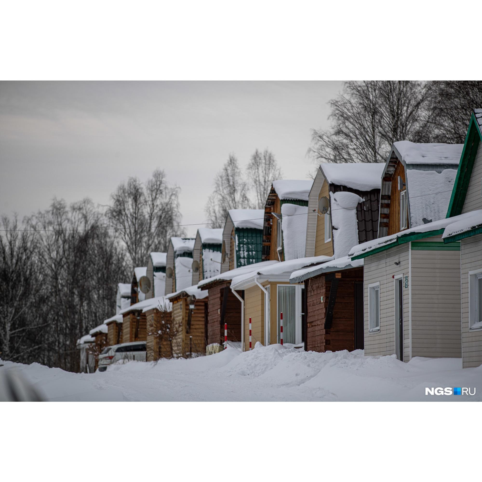 Домики в ГК «Юрманка» нескольких категорий: шале, гостевой дом, дачный дом. Они различаются по цене и вместимости