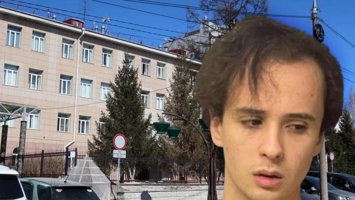 К маме Славы Марлоу пришли полицейские — якобы он «заминировал» родную школу в Новосибирске