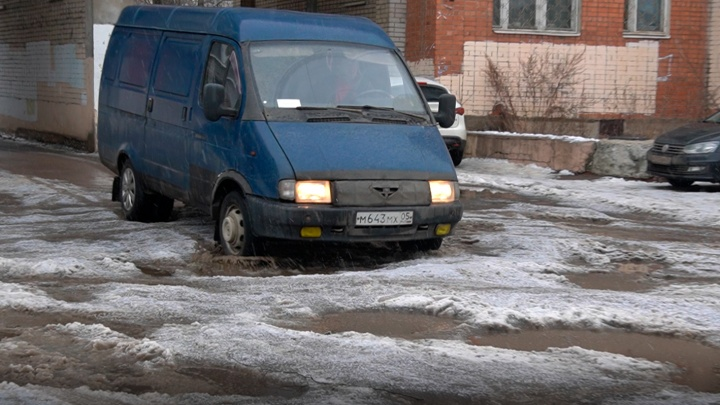 Власти Ярославля — о кратерах в центре города: «Ямистость сохраняется»