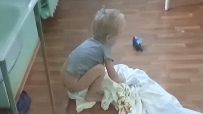 «Горшок и раковина переполнены фекалиями»: в Волгограде двухлетнего ребенка закрыли одного в больничной палате