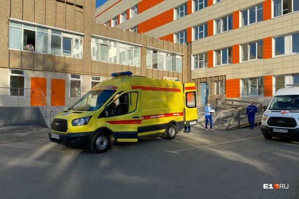 Мальчика на вертолете доставили в детскую больницу № 9 в Екатеринбург