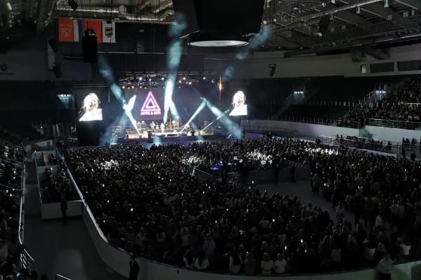 По словам зрителей, солист группы не приехал в Красноярск — заболел