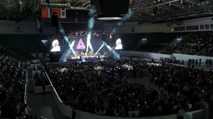 «Солист не приехал»: красноярцы остались недовольны переносом площадки концерта Artic & Asti и ожиданием в час