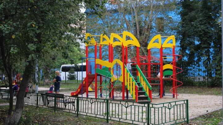 Под Тюменью из-за ковида закрыли детский сад. Родителей малышей просят не гулять по селу