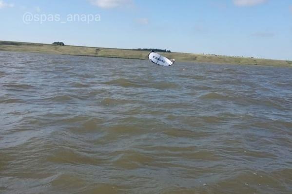 Серфингист не мог самостоятельно выбраться на берег