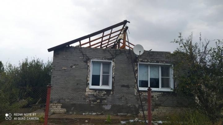 Ураганный ветер в Волгоградской области сорвал крыши с 16 домов