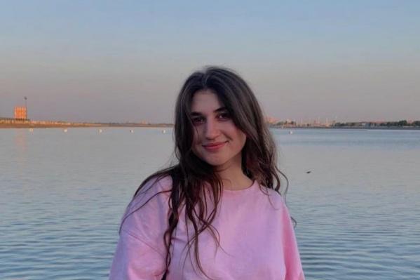 Беллу Насибян задержали у детского сада ее сына