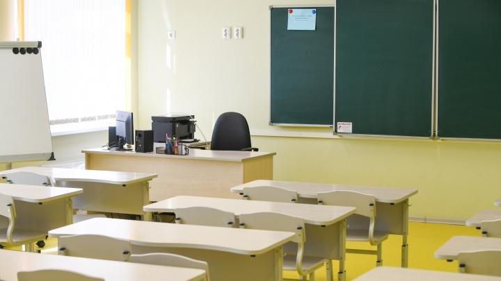 «Дети жаловались на боль в животе и температуру». В центре Екатеринбурга школу закрыли на карантин