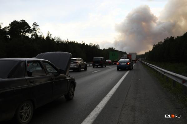 Из-за мощнейшего лесного пожара оказалась закрыта федеральная трасса