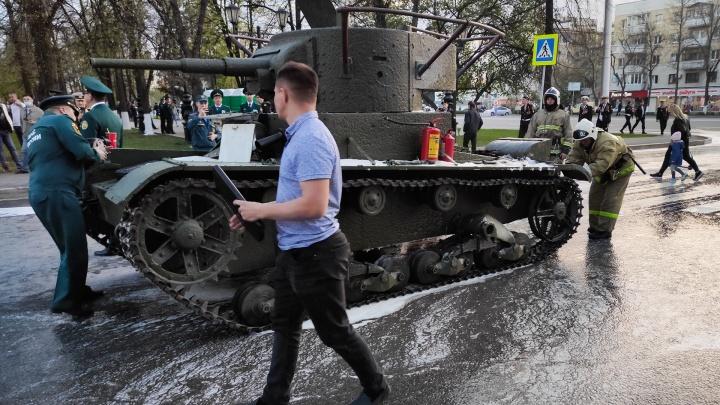 Сгоревший танк, пустые бутылки и счастливые дети: как в Уфе прошла генеральная репетиция парада Победы