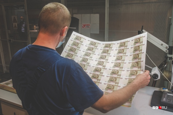 На этом листе 40 будущих сторублевых купюр