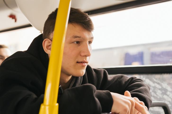 Пытливый юноша успевает заинтересовать работодателя: «Исполнится 18 — ждем тебя в отделе кадров»