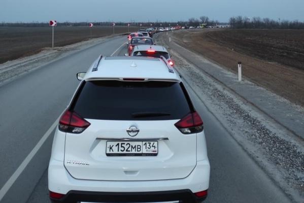 Пробка образовалась на въезде в город со стороны Горной Поляны
