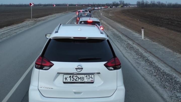 «Ответственных, как всегда, не будет»: трассы на въездах в Волгоград сковали многокилометровые пробки