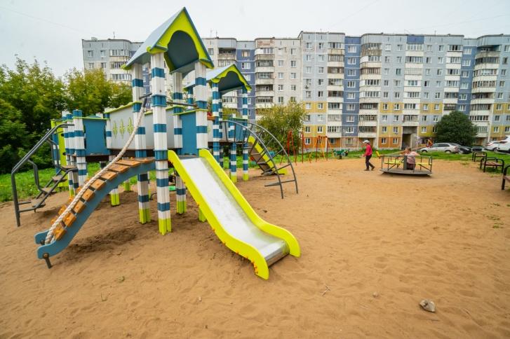 Детская площадка во дворе дома по ул. Свободы, 13