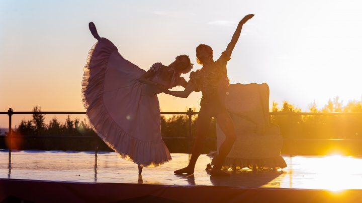 Балет в лучах заката: фоторепортаж с открытия ландшафтного фестиваля «Тайны горы Крестовой» в Губахе