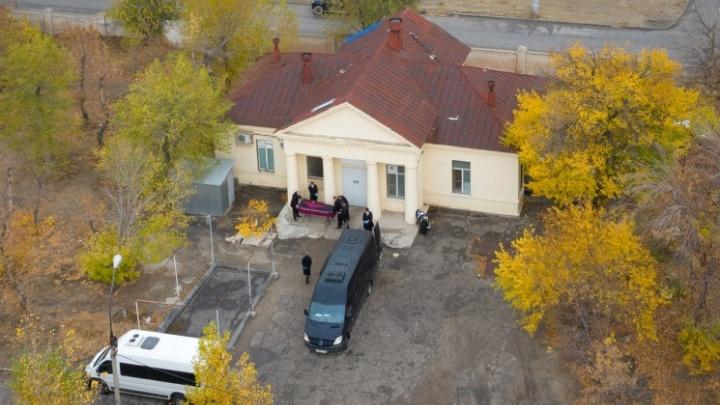 «Скорбящих ждут шесть кругов ада»: депутаты гордумы изменили правила организации похорон в Волгограде