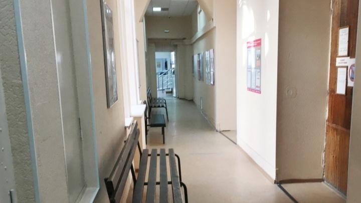 Пациент выпал с 5-го этажа ковидного госпиталя в Ростовской области