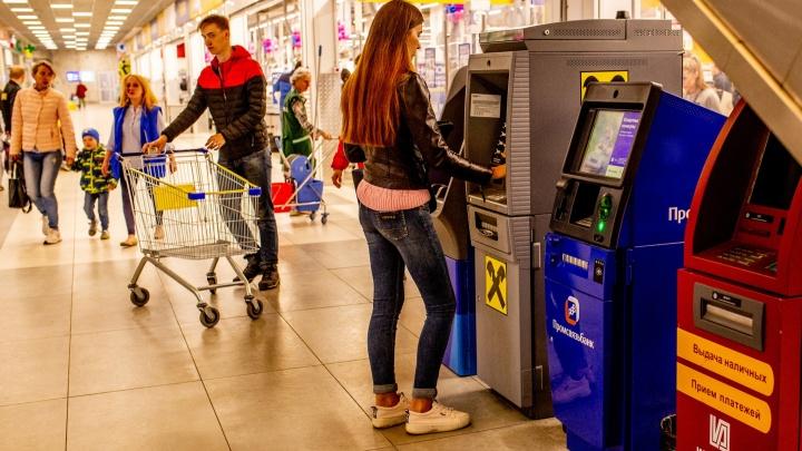 В Ярославле полицейские начали вылавливать жертв мошенников прямо у банкоматов
