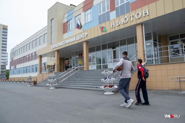 """Образовательный центр <nobr class=""""_"""">№ 4</nobr> — единственная школа в «Ньютоне», и за места в ней разворачивается нешуточная борьба"""