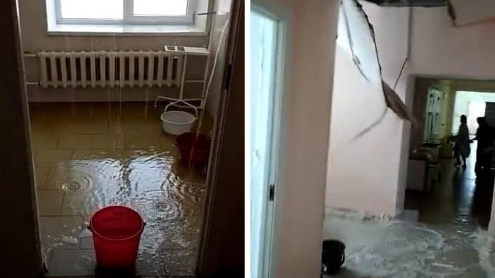 Воды отошли: в Челябинской области из-за потопа рухнул потолок в роддоме